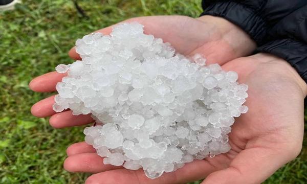 云南多地遭遇强对流 冰雹满地农作物受灾