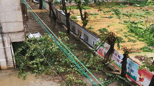 强降雨来袭 广东德庆发布今年首个暴雨红色预警