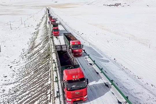 暴雪!青海天峻县遭遇强降雪 气象部门加强联防促生产