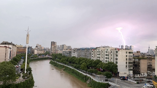 江西北部暴用处并不大雨���α� 山�w⌒ 滑坡�r田被淹