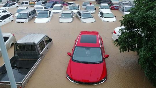 强降雨袭击广西北部 桂林等市多地街道农田被淹