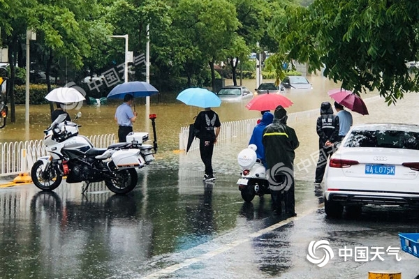 今晨强降水致武汉城区多路段渍水 本周湖北雨水仍频繁