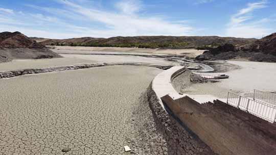 甘肃酒泉降水持续偏少 水库干涸见底