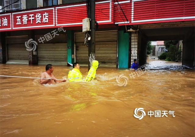 武汉市现特大暴雨 未来三天强降雨持续高考出行需防范