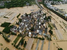 安徽歙县遭遇强降雨 出行困难高考语文延期