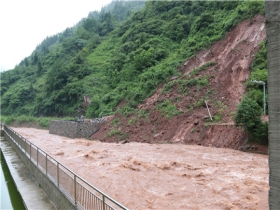 雨势猛!大暴雨致云南昭通石坎村发生次生灾害