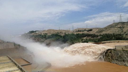 防汛减压 刘家峡水库开始泄洪