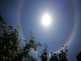 甘肅卓尼天空驚現日暈和環地平弧