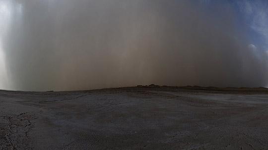 青海柴达木盆地出现强沙尘暴