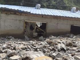 甘肃舟曲遭遇强降雨 房屋道路损毁