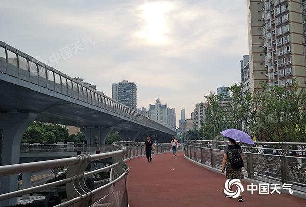 重庆未来一周晴热少雨 局地最高气温或达42℃