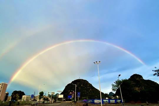 超美!广西桂林雨后惊现双彩虹