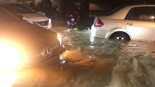 福建南部遇分散性暴雨 部分路段積水嚴重