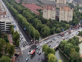 秋雨至!天津部分路段路面积水交通拥堵