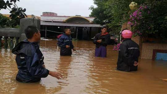 海南强风雨天气过程继续发威 局地积水超过大腿
