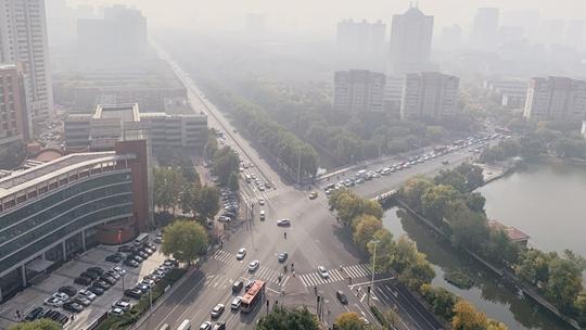 雾和霾影响天津 能见度不佳高楼若隐若现