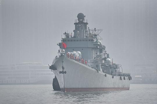 退役珠海舰过境重庆涪陵 市民争相一睹英姿风采