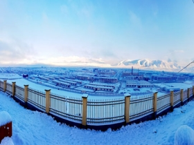 青海东部现今年下半年首场降雪 大地银装素裹
