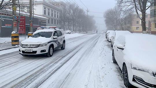 青海大部出現降雪致部分高速路積雪結冰