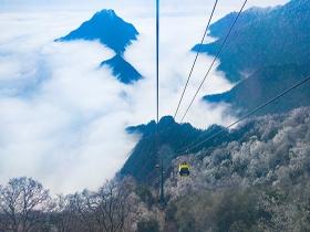贵州梵净山:冰花漫山 云雾缭绕