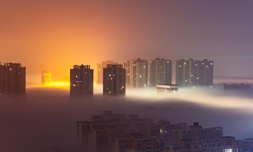 湖北黄冈现雾海 建筑物若隐若现