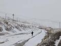 甘肅烏鞘嶺出現降雪 居民出行受到影響