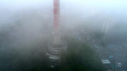 贵州贵阳大雾锁城 建筑物若隐若现