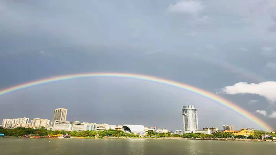 广东暴雨后现彩虹 刷爆市民朋友圈