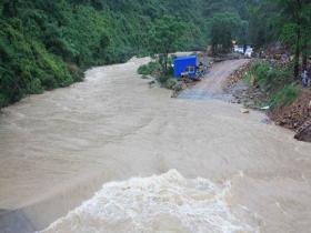强降雨迅猛袭来 广西北部出现内涝塌方
