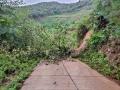 云南镇沅县遭遇强降雨 道路塌方房屋受损