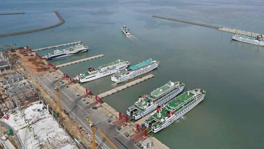 受南海热带低压影响 海口三港停止作业