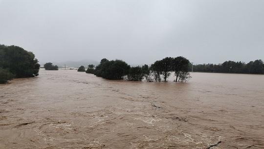 云南盈江县遭遇大暴雨 多地发生洪涝道路塌方等灾害