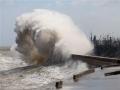 """台风""""圆规""""影响福建 石狮沿海巨浪滔天"""