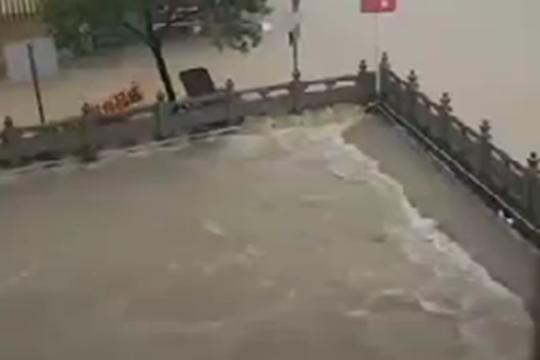 广东台山赤溪镇特大暴雨 河水倒灌淹没城镇