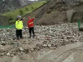 新疆赛果高速发生泥石流