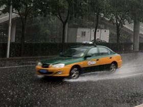 北京出现明显降雨 部分路段已有积水