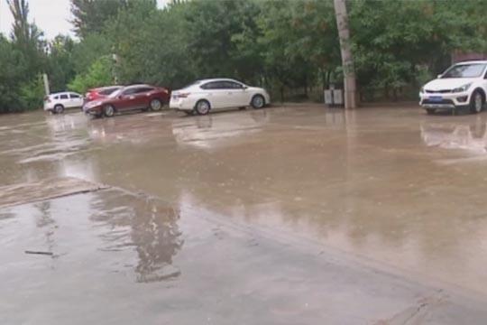 新疆民丰县遭强降雨袭击冲毁沙漠公路和乡村道路