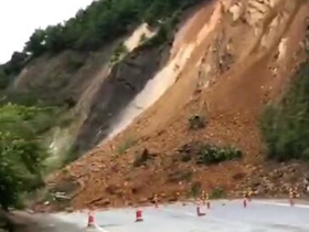 持续强降雨致广西南宁市武鸣区发生山体滑坡