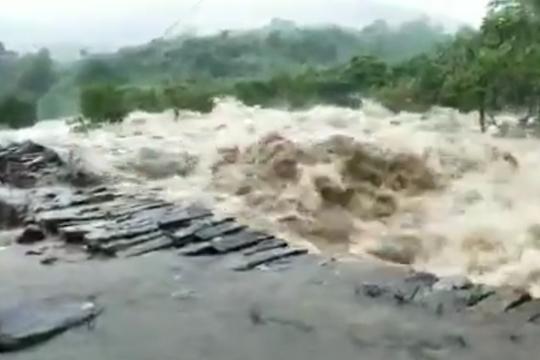 广东陆丰县出现局地强降水