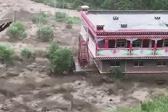 四川多地暴雨诱发山洪泥石流