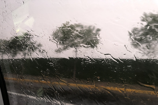 保定突遇短时强降雨 交通出行受阻