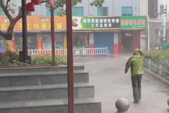 """风王""""利奇马""""登陆浙江 宁波石浦镇遭暴雨袭击"""