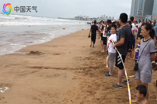 """受""""利奇马""""螺旋云系影响 青岛沿海浴场陆续关闭"""
