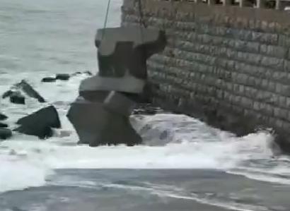 葫芦岛兴城码头防浪抗险施工 应对风雨