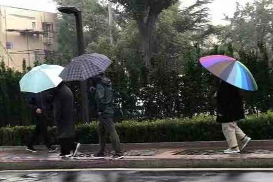 北京多地出现降雨寒意浓