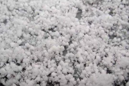 新疆哈密西山乡遭受冰雹侵袭!