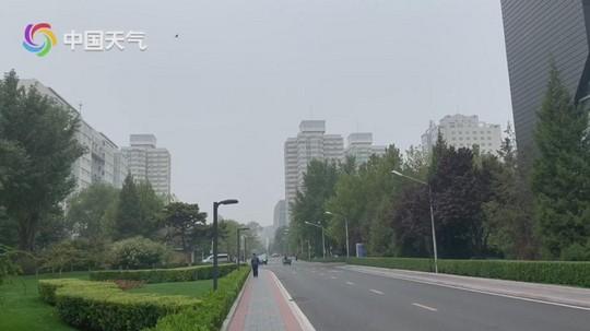 今日北京仍被雾笼罩 明起能见度转好