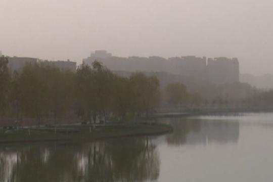 喀什地区出现入冬以来首场浮尘天气