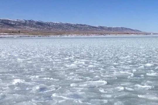 青海湖開始封凍 今年封凍期推遲
