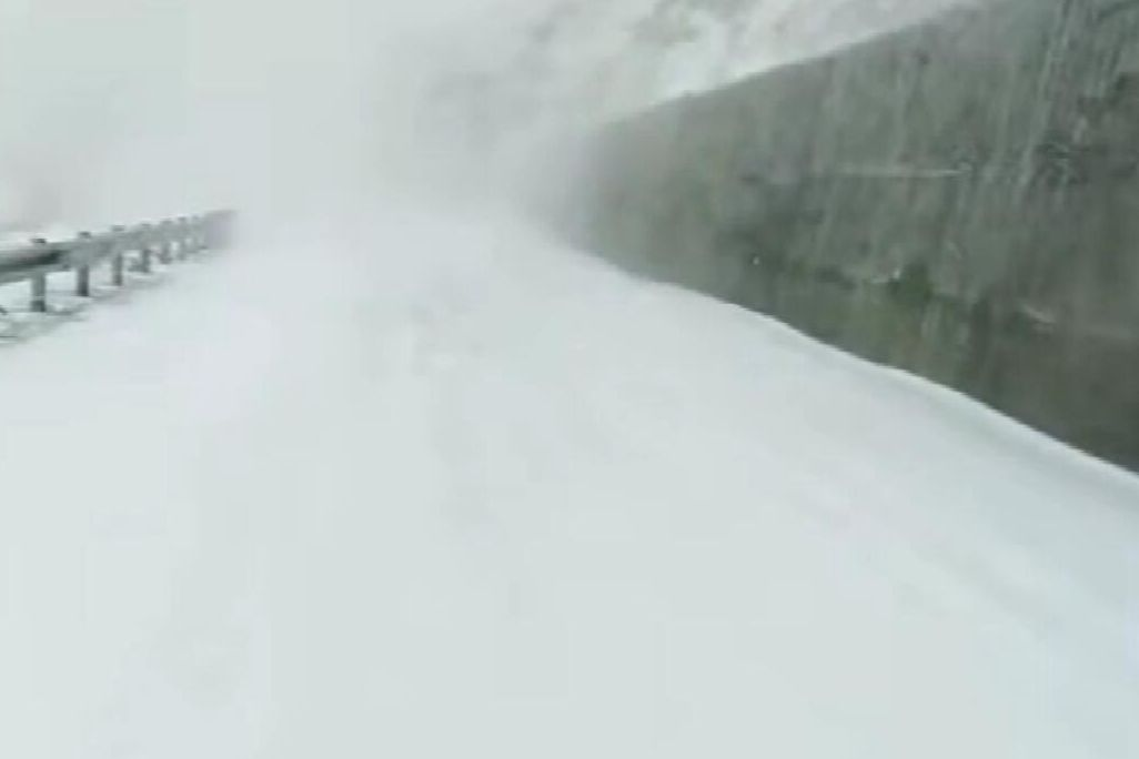 西藏聂拉木县昨天迎来今年第三场降雪